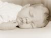 Santina Baby Mädchen 4 Wochen sepia Studio schlafend