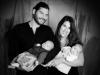 Gruppenbild Santina - Eltern mit Baby Zwillinge schwarz /weiss